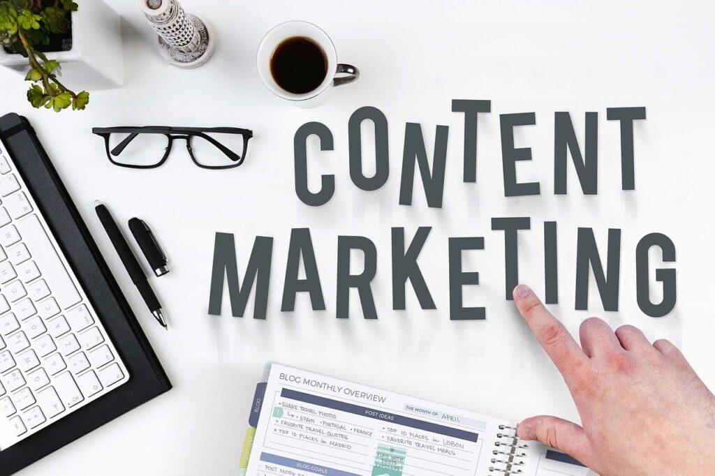 Content Marketing Manager bei der Arbeit